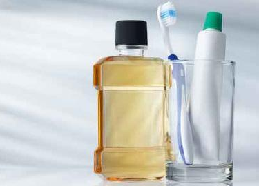 Choosing Your Mouthwash: Cosmetic or Therapeutic?